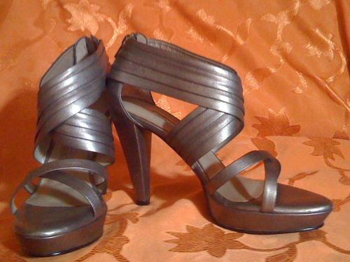 sandalias milano color plata negro talla 37 mitad de precio.
