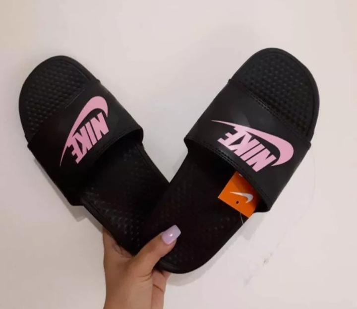 b531f601bdb4 Sandalias Nike Benassi Originales Para Mujer