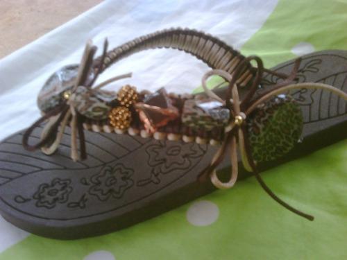 sandalias o cholas decoradas playeras con bisuteria