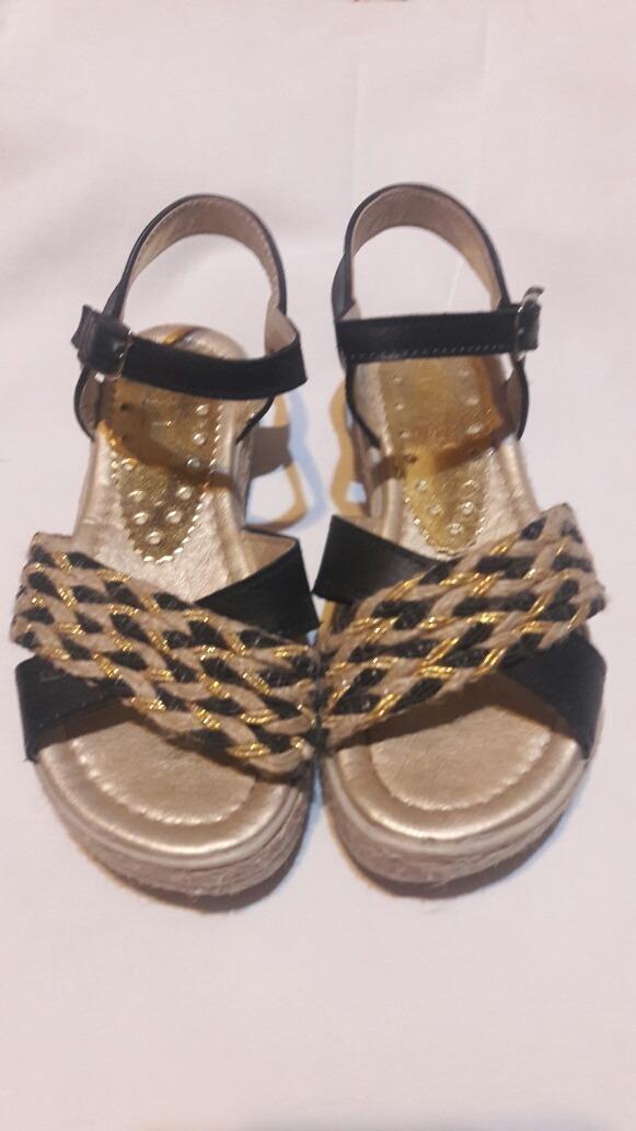 373defae0 sandalias para nena negras cob trama dorada nro 30 usadas. Cargando zoom.