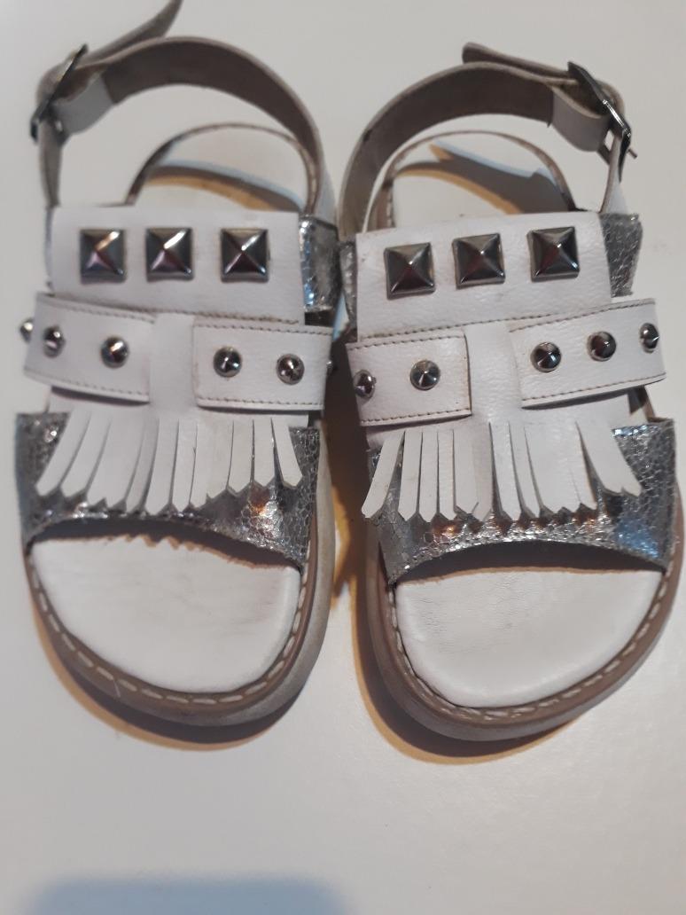 6285b0876 Sandalias Para Nena Tipo Gomon Blanca Y Plateada N 29 Usada -   299 ...