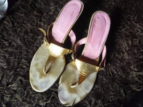 sandalias plateadas y doradas lote por 2 a $ 250