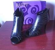 sandalias taco aguja color negro
