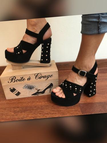 sandalias taco palo gamuzadas negras con tachas nuevas
