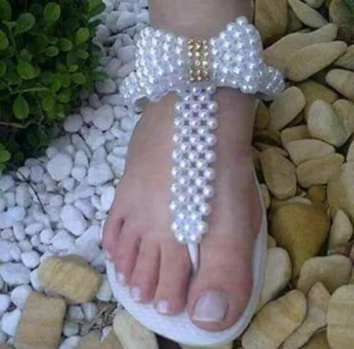 sandalias tejidas con perlas