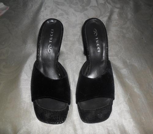 sandalias tipo zuecos marca tucci terciopelo negro no envio