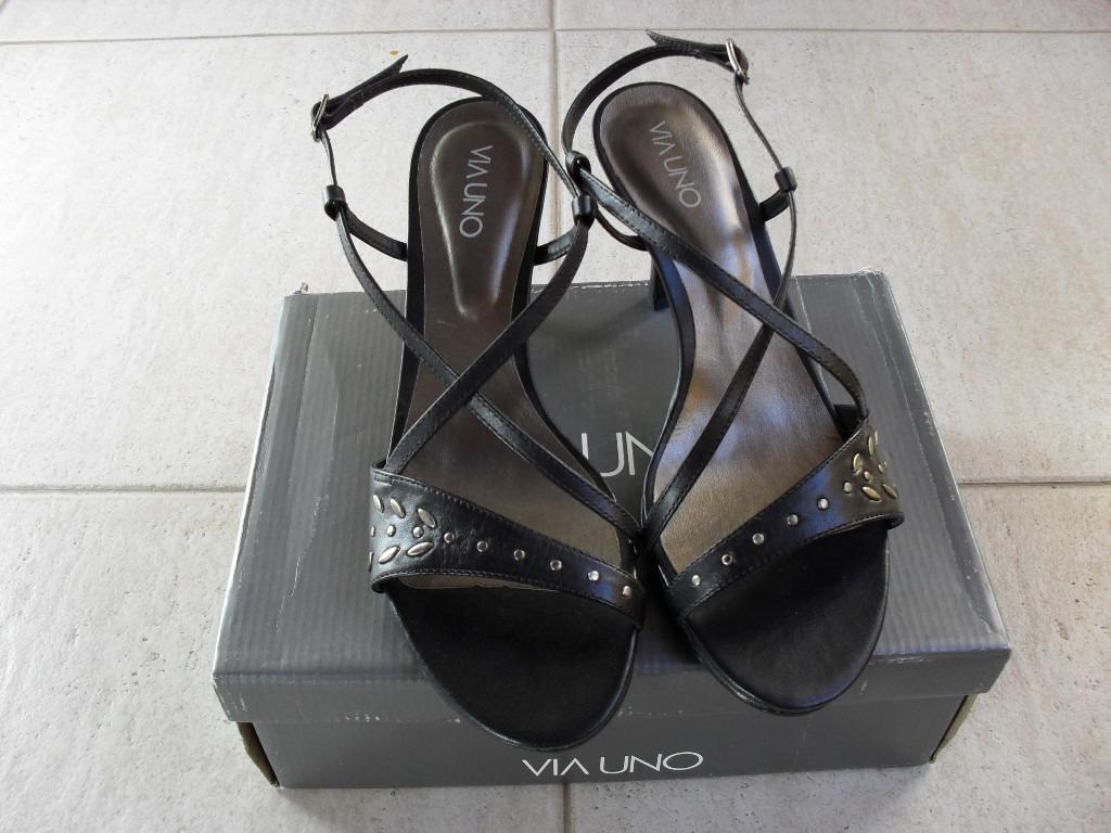 d154694dc66 sandalias via uno cuero negro con tachas nuevas. Cargando zoom.