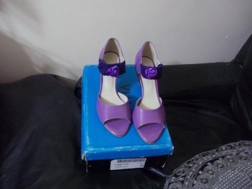 sandalias viamo de charol color lila - modelo exclusivo