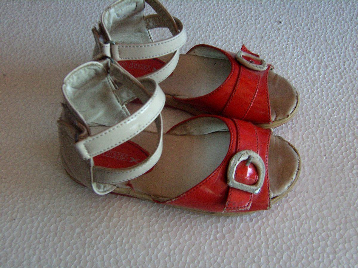 0a46449416 sandalias y zapatos para niñas y niños usadas con detalles. Cargando zoom.