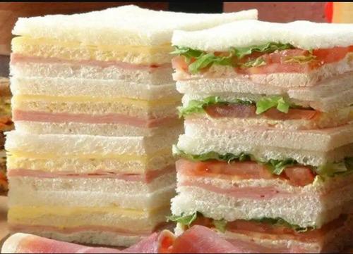 sandwiches de miga de jamon y queso. producto de 1ra calidad
