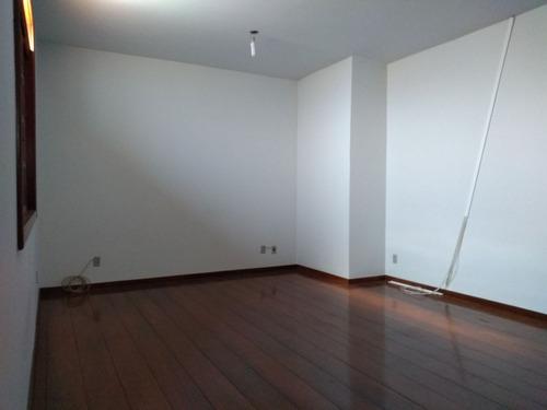 santa branca. casa estilo colonial. 5 quartos. 3 suítes. 6 vagas. - 2597