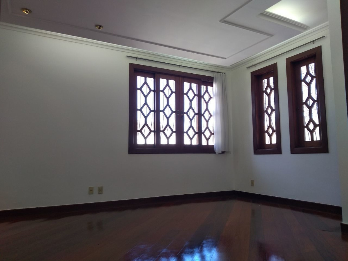 santa branca. excelente casa estilo colonial. construção imponente em bem dividida. - 2664