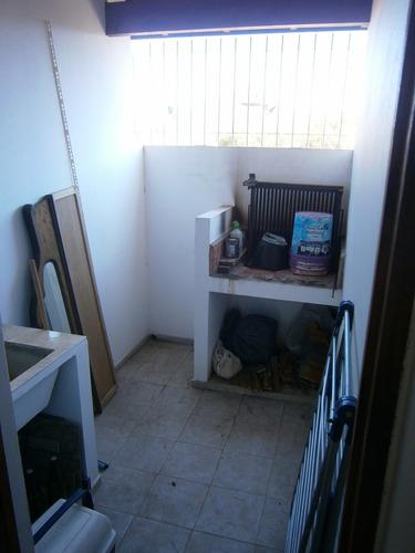 santa teresita. departamento 3 ambientes. 1° piso escalera