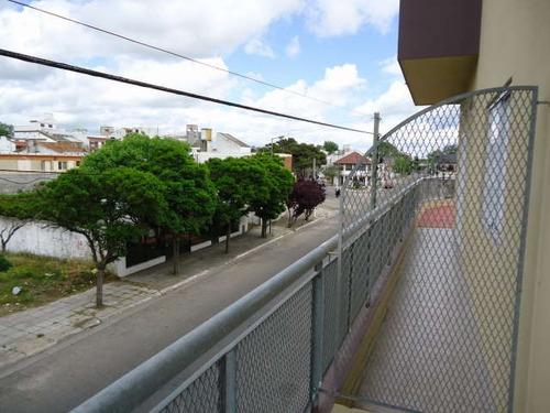 santa teresita. hermoso y muy amplio! balcon a la calle!