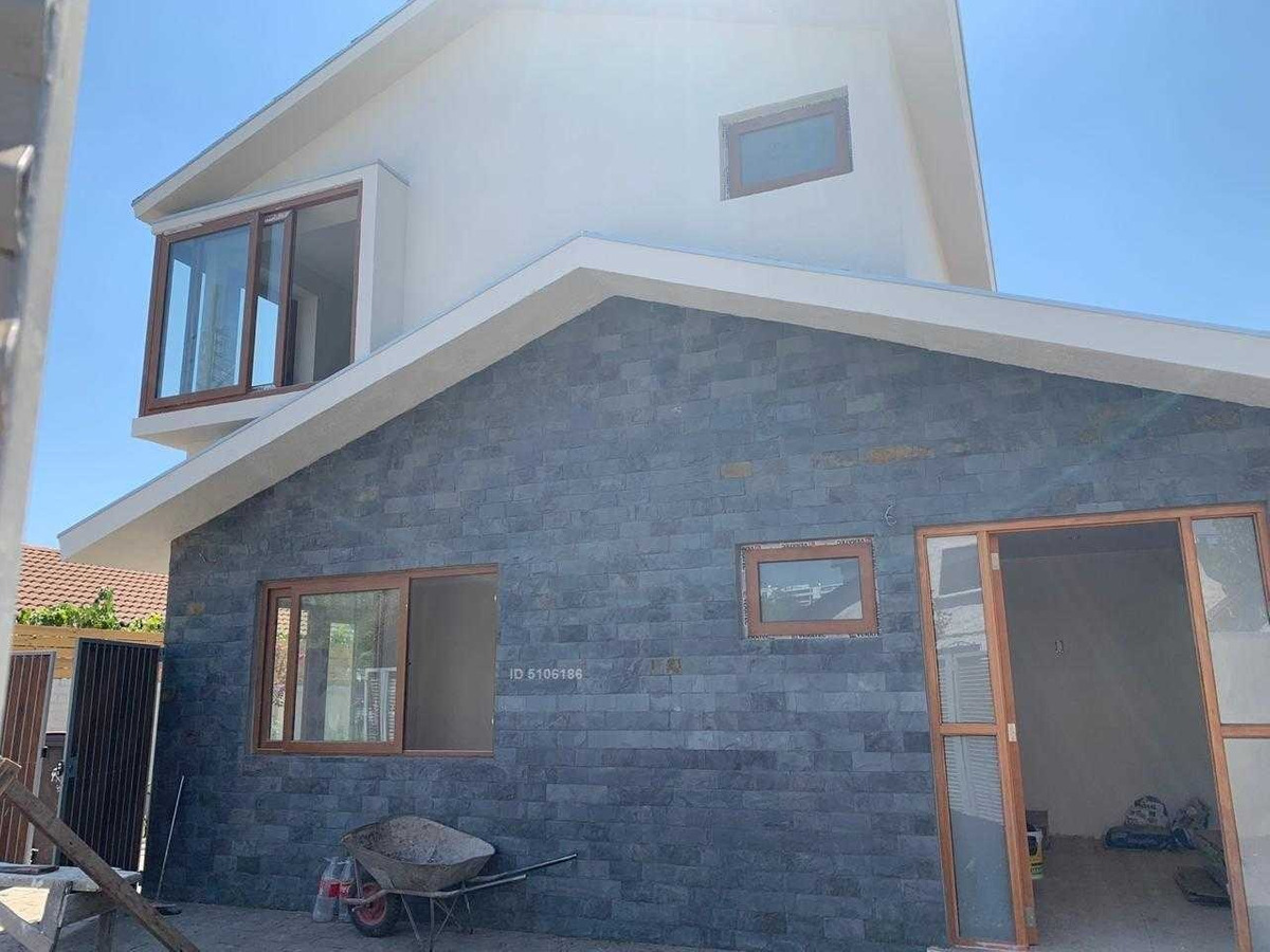 santiago vitacura, casa recien remodelada!. a pasos de av. kennedy.