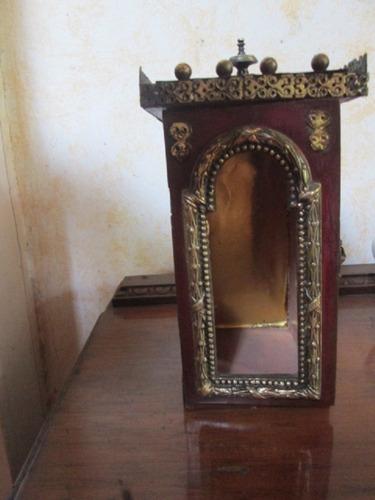 santuario altar retablo sagrado antiguo hecho madera bronce
