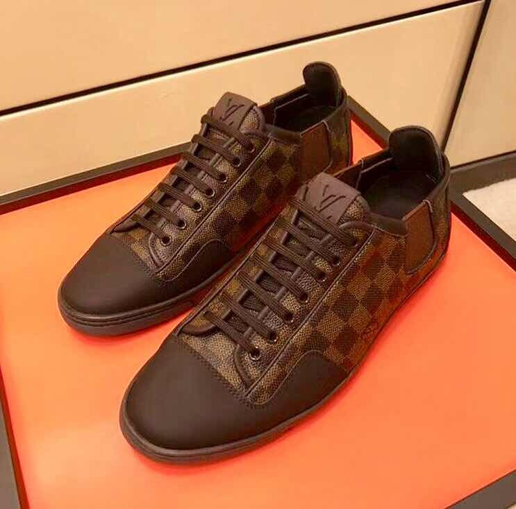d2c3b6e909d Sapatennis Louis Vuitton - R  899