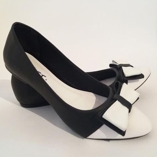 sapatilha bico fino laço preto com branco