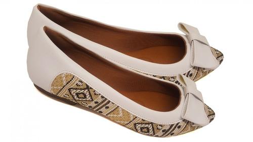 sapatilha bordada com laço branco