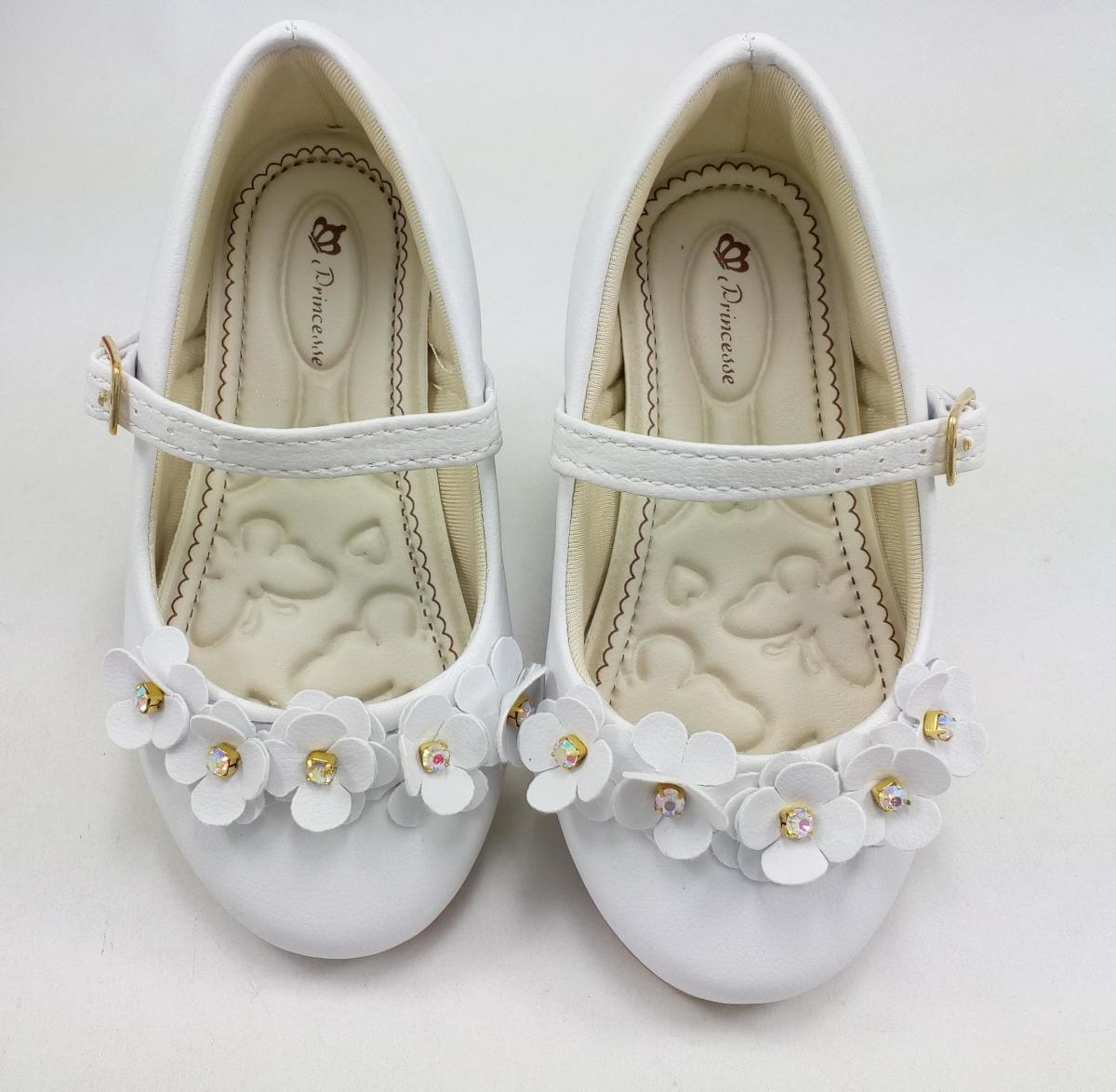 5056c8608a sapatilha branca infantil batizados daminha casamentos festa. Carregando  zoom.