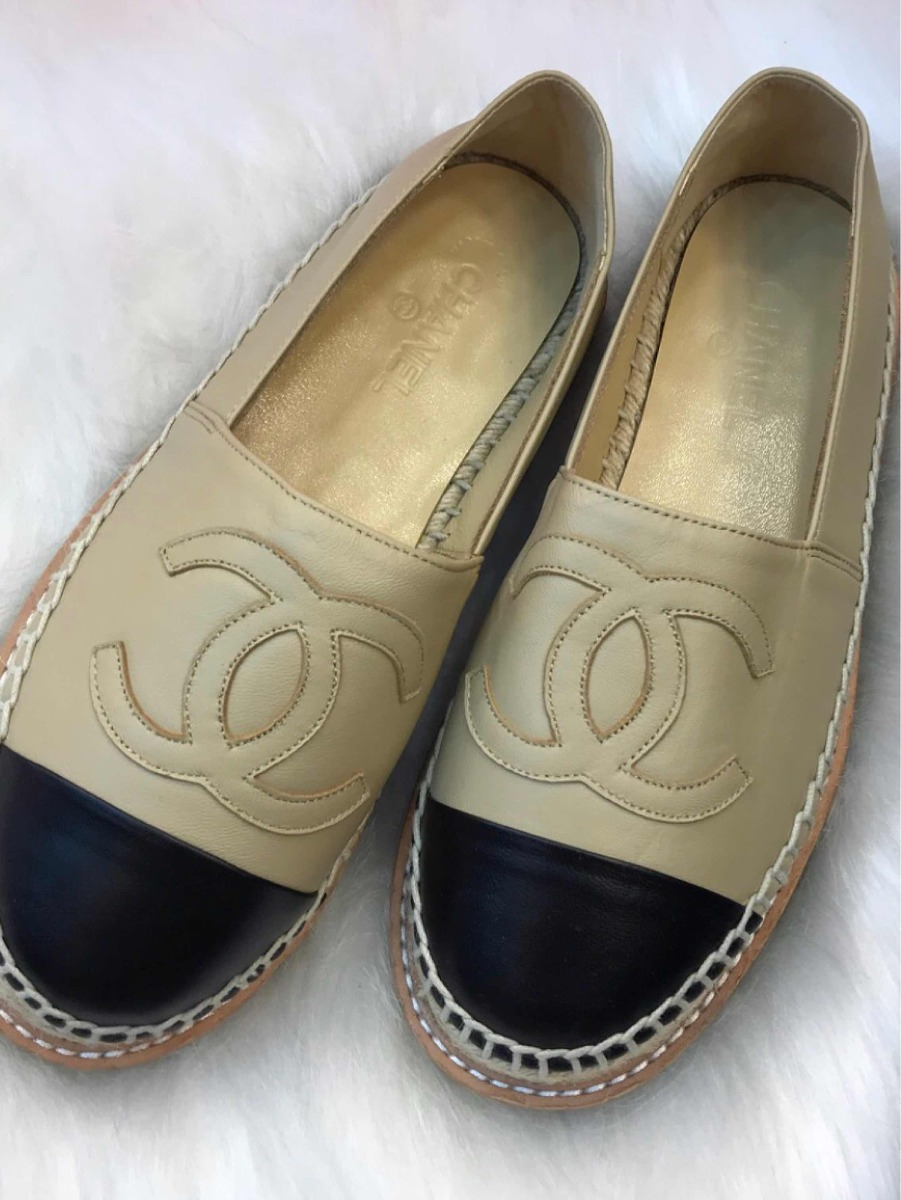aa87dfaeb Sapatilha Chanel Bege Com Preto Couro Novo Original - R$ 1.038,70 em ...