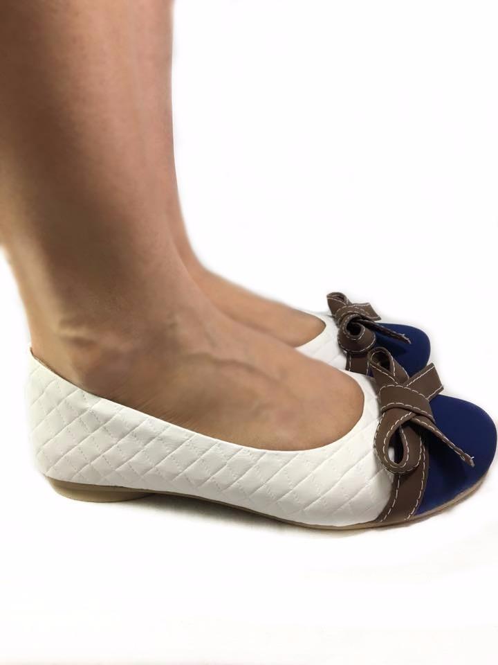 5396bbd8f43 sapatilha feminina branca bico redondo azul laço marrom moda. Carregando  zoom.