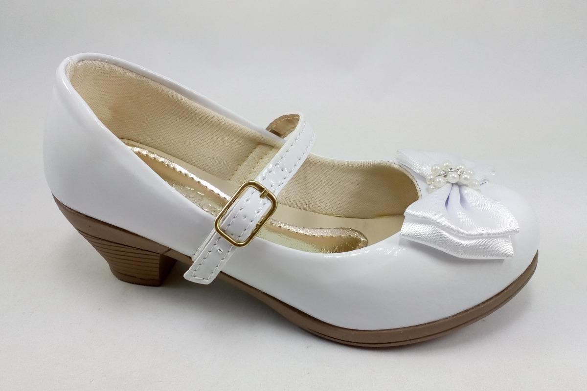 0667a53568 sapatilha infantil juvenil branca com salto casamento festa. Carregando zoom .