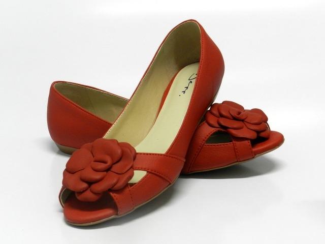 bc7f718a14 Sapatilha Peep Toe Feminino Com Flor Vermelho - Ref  7753003 - R  73 ...