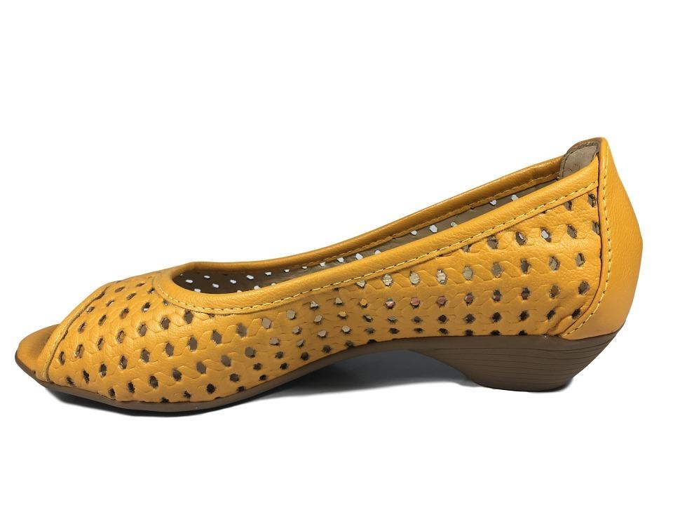 5f1f5c9f1 sapatilha peep toe renata della vecchia amarelo salto baixo. Carregando zoom .