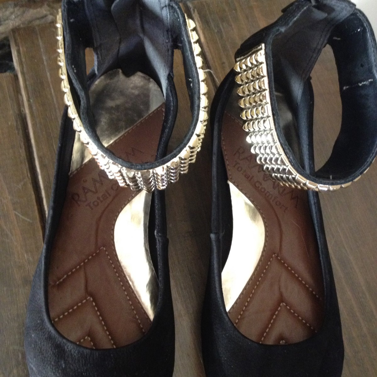 5484f48d5 sapatilha ramarim total confort preta tornozeleira dourada. Carregando zoom.
