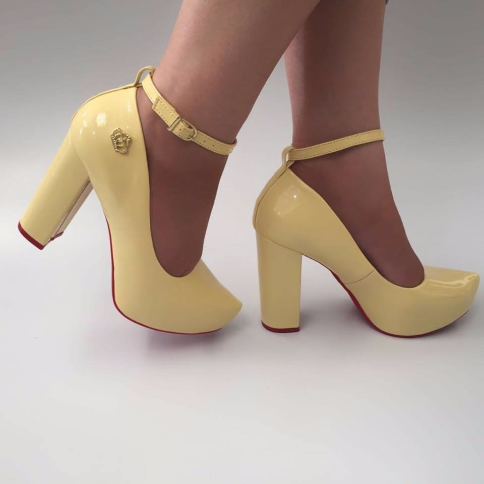 ec242c4104 sapato amarelo vanilla salto alto grosso meia pata festa vr. Carregando  zoom.