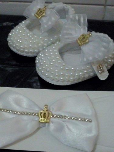 sapato bebe com perola e tiara