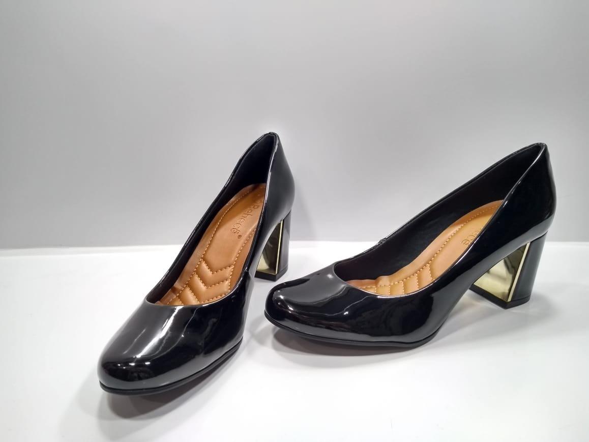 cc72c052b sapato bebece preto verniz com detalhe dourado ref; 4516025. Carregando zoom .