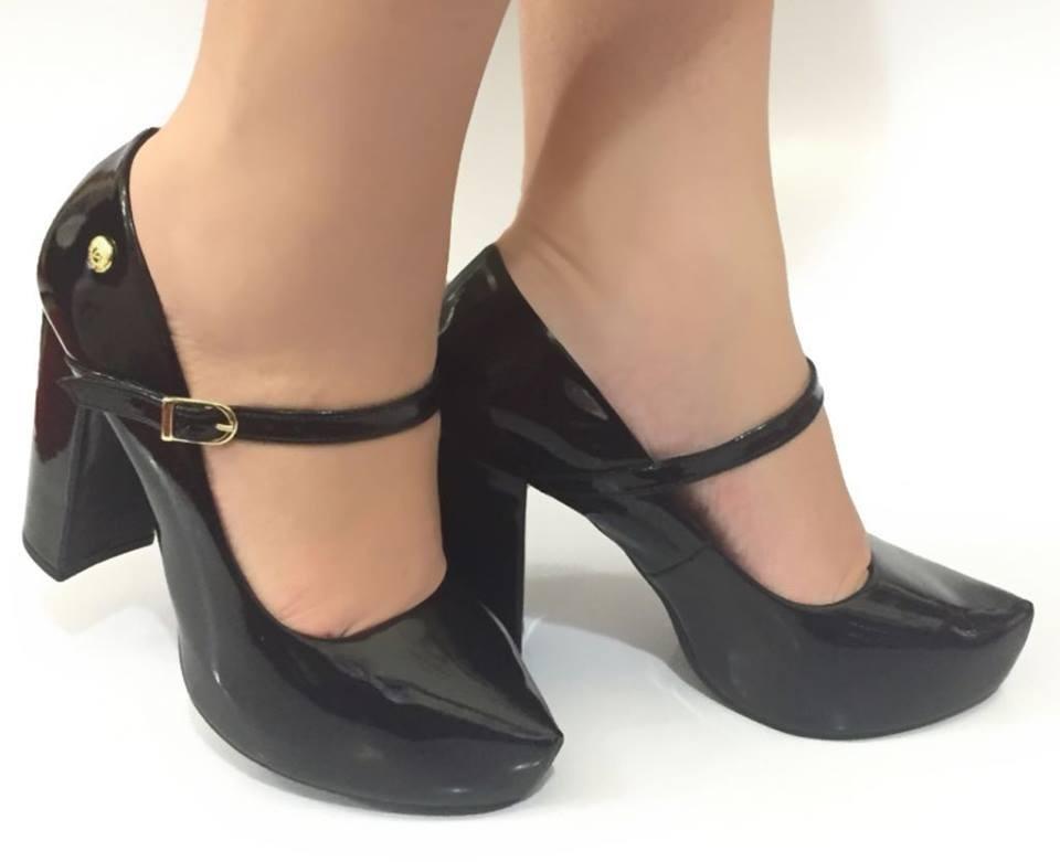 36485252b7 sapato boneca preto salto alto grosso meia pata oferta vr. Carregando zoom.