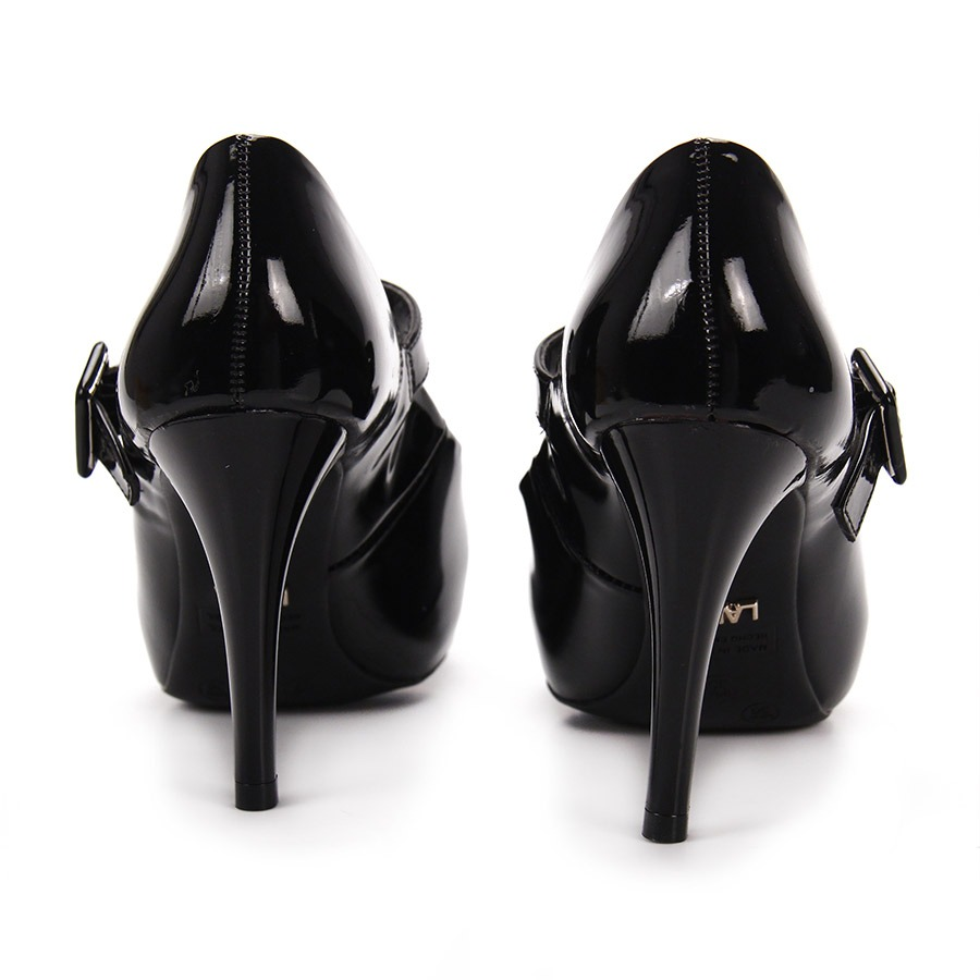 9956a3c8e0 sapato boneca salto feminino lara - preto. Carregando zoom.