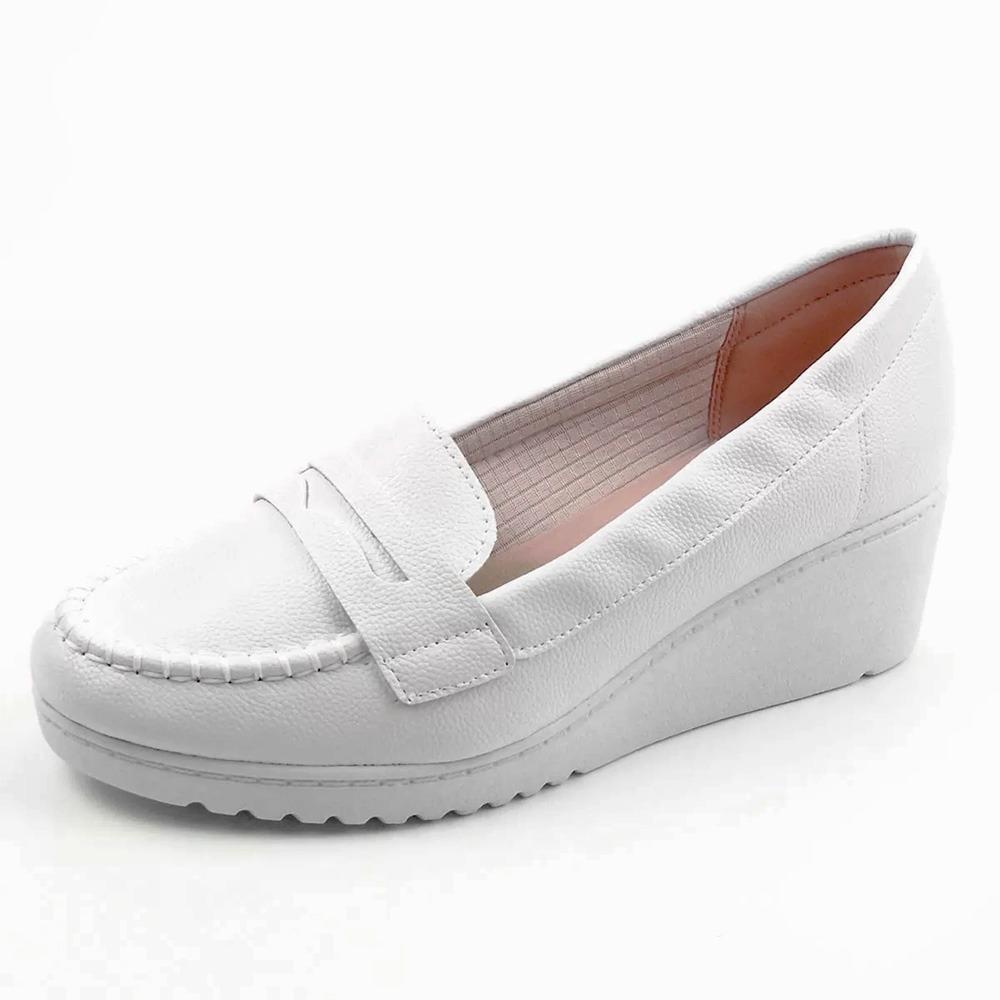 3851029b5 sapato branco enfermagem mocassim azaleia leve salto anabela. Carregando  zoom.