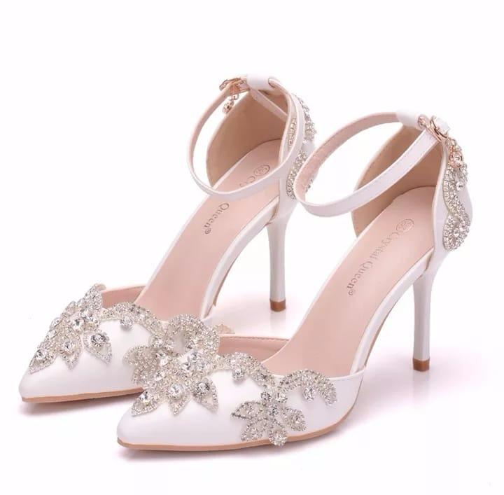 ca77282b0 Sapato Branco Noiva Com Strass Salto Festa Casamento Scarpin - R ...