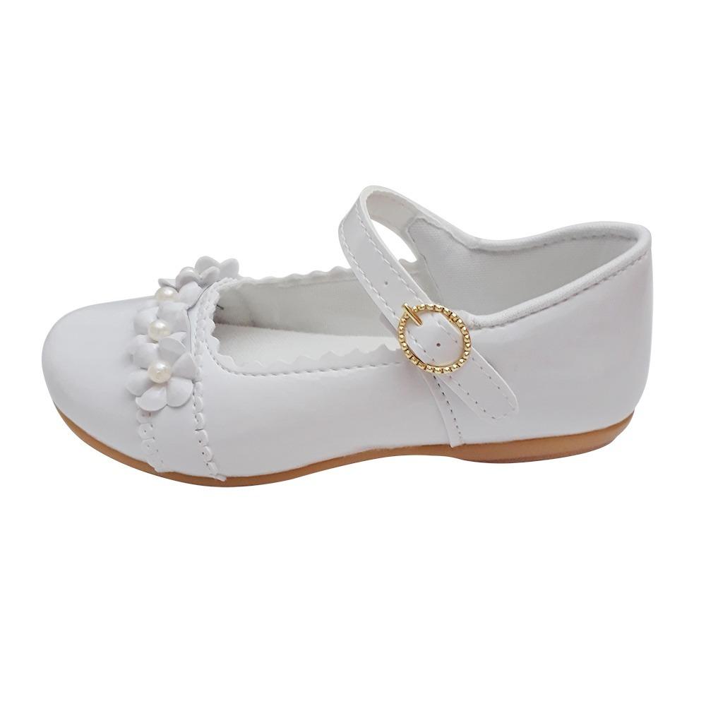 ae68e9fed sapato branco verniz boneca menina noivinha daminha batizado. Carregando  zoom.
