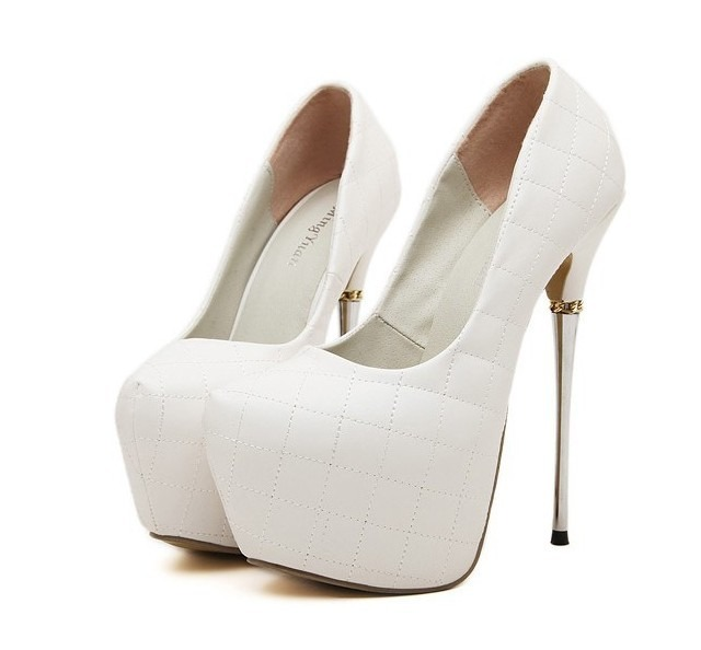 f6aa31cd9 Sapato Calçados Scarpin Branco Para Noivas - R  300