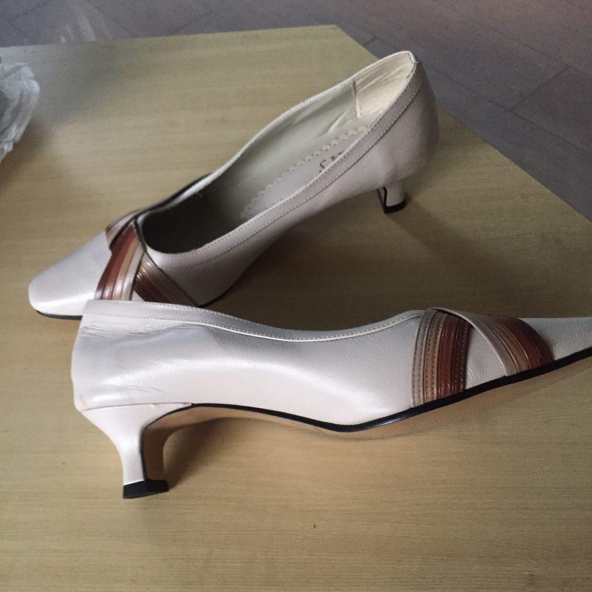 a7de69e15 sapato de mostruario com 60% ou mais barato que na loja. Carregando zoom.