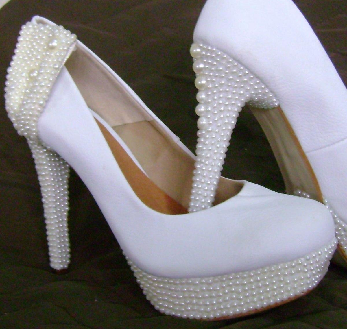 77dd70fbe sapato de noiva customizado com pérolas. casamento perfeito! Carregando  zoom.