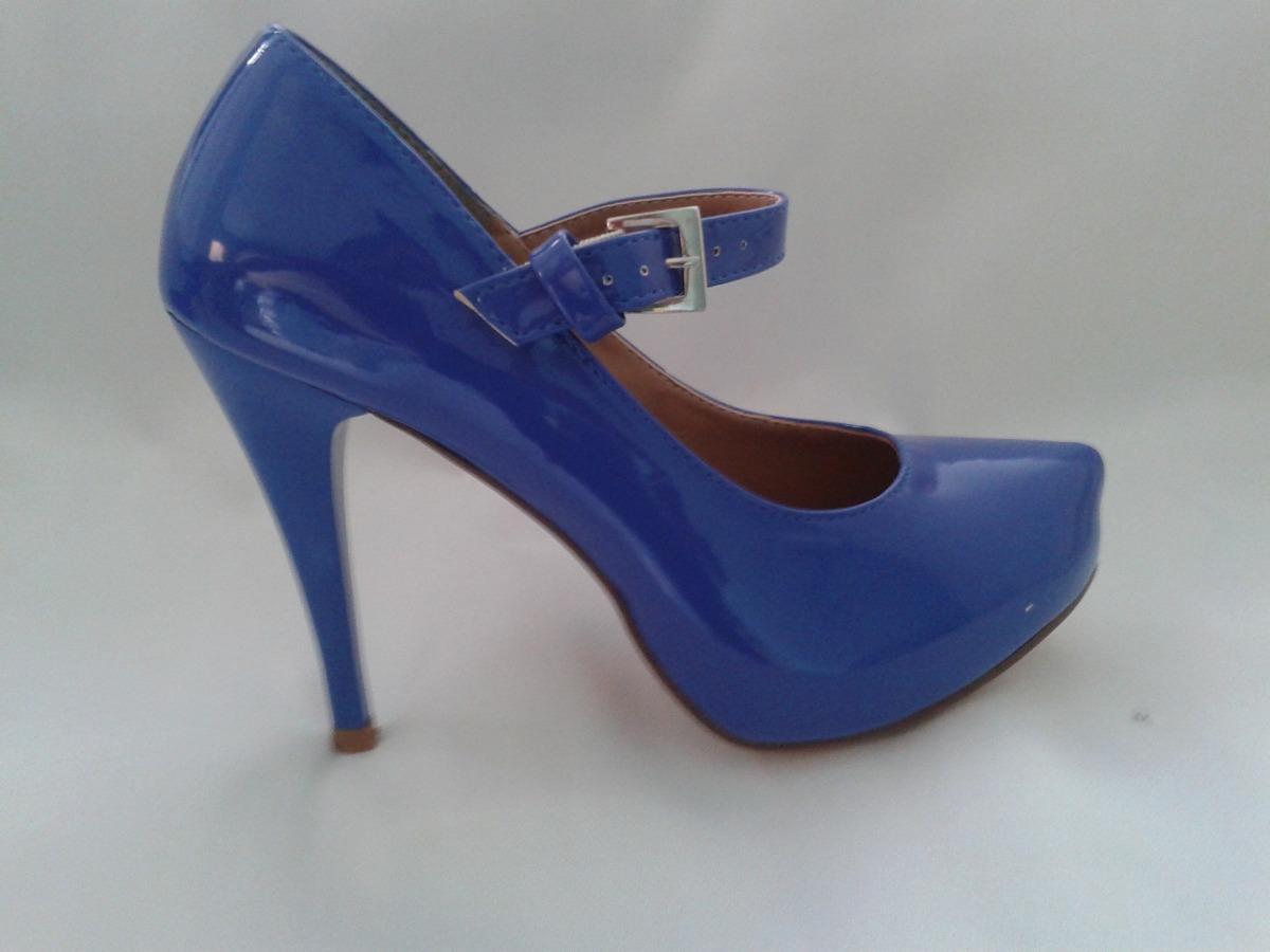 3c8b23db0d sapato de salto alto feminino azul envernizado com fivela. Carregando zoom.