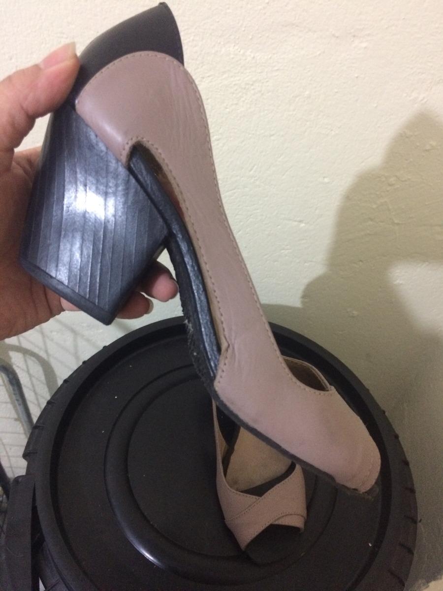 767ea4ec19 sapato de salto nude em couro tamanho 35. Carregando zoom.