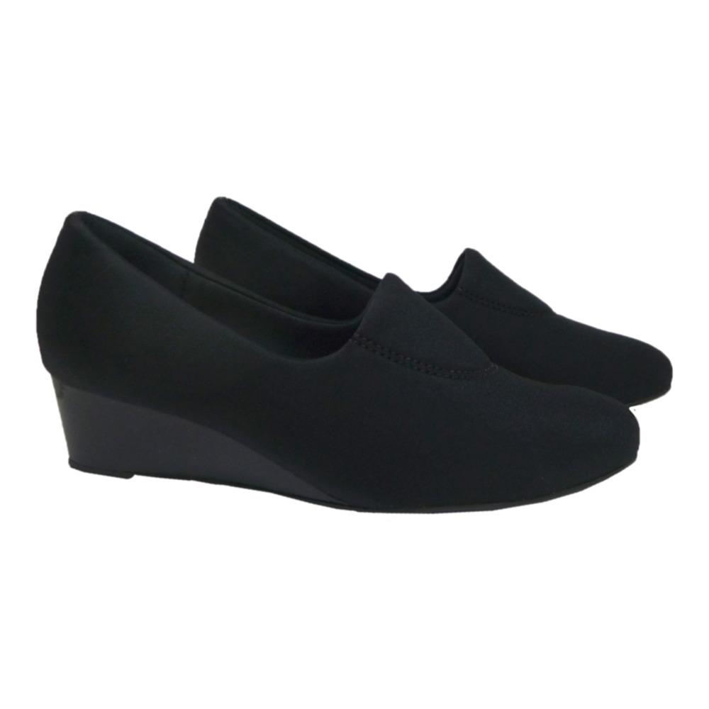 3663aff86c sapato fechado feminino anabela confortável usaflex preto. Carregando zoom.