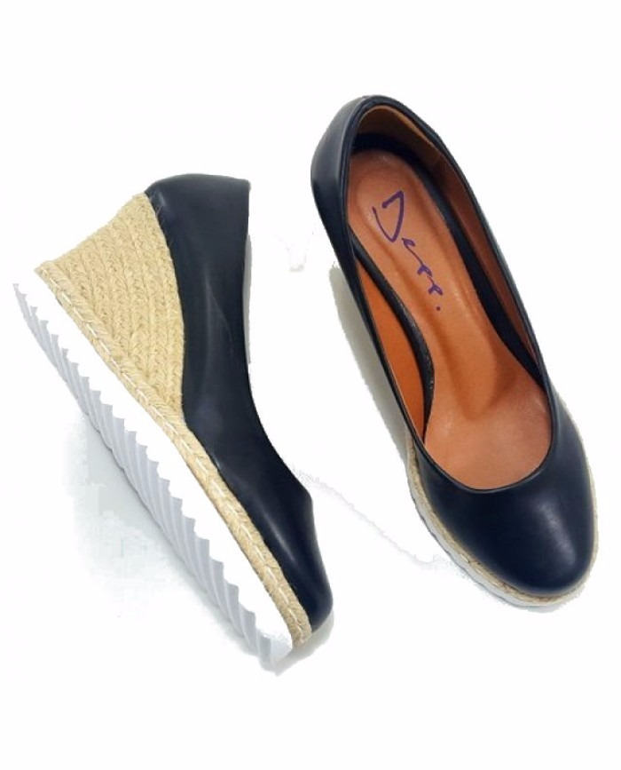 dcbb0549b9 Sapato Feminino Anabela Fechada Corda - R  65