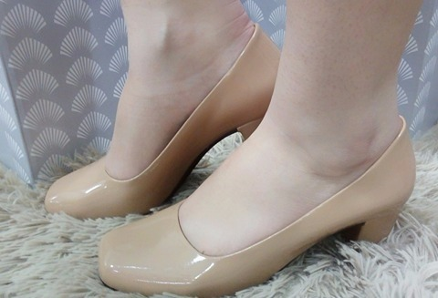 f37c1ca990 Sapato Feminino Boneca Salto Baixo Nude Verniz Confortável - R  89 ...
