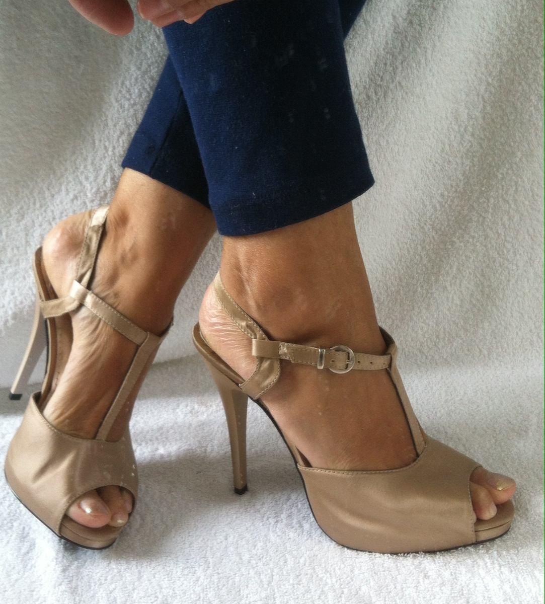 002adc657 Sapato Feminino Dourado Em Cetim. Lindíssima! - R$ 60,00 em Mercado ...