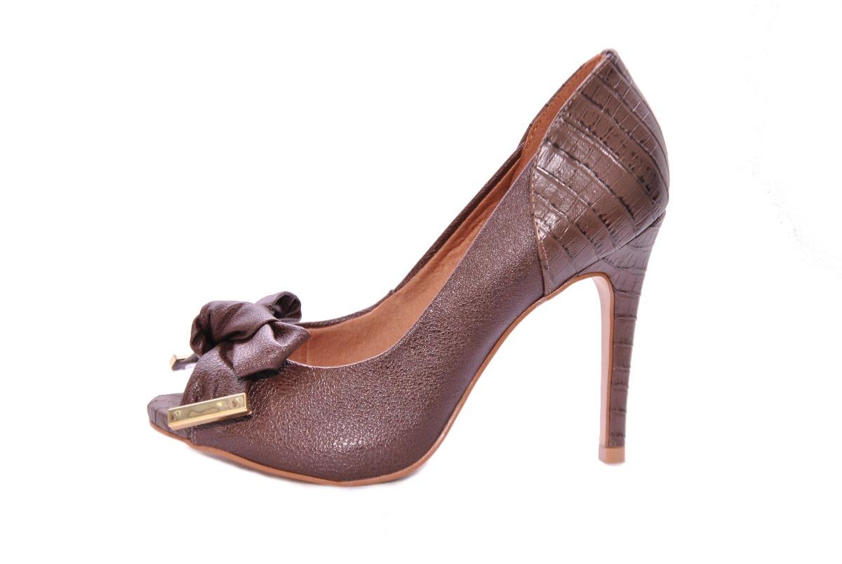 89eb4e21a7 sapato feminino salto alto peep toe marrom miucha. Carregando zoom.