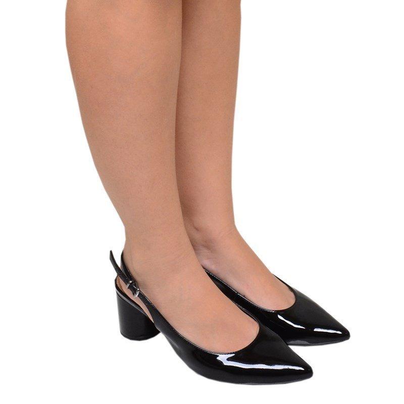 efa1069e8a sapato feminino salto baixo bico fino mariotta preto. Carregando zoom.