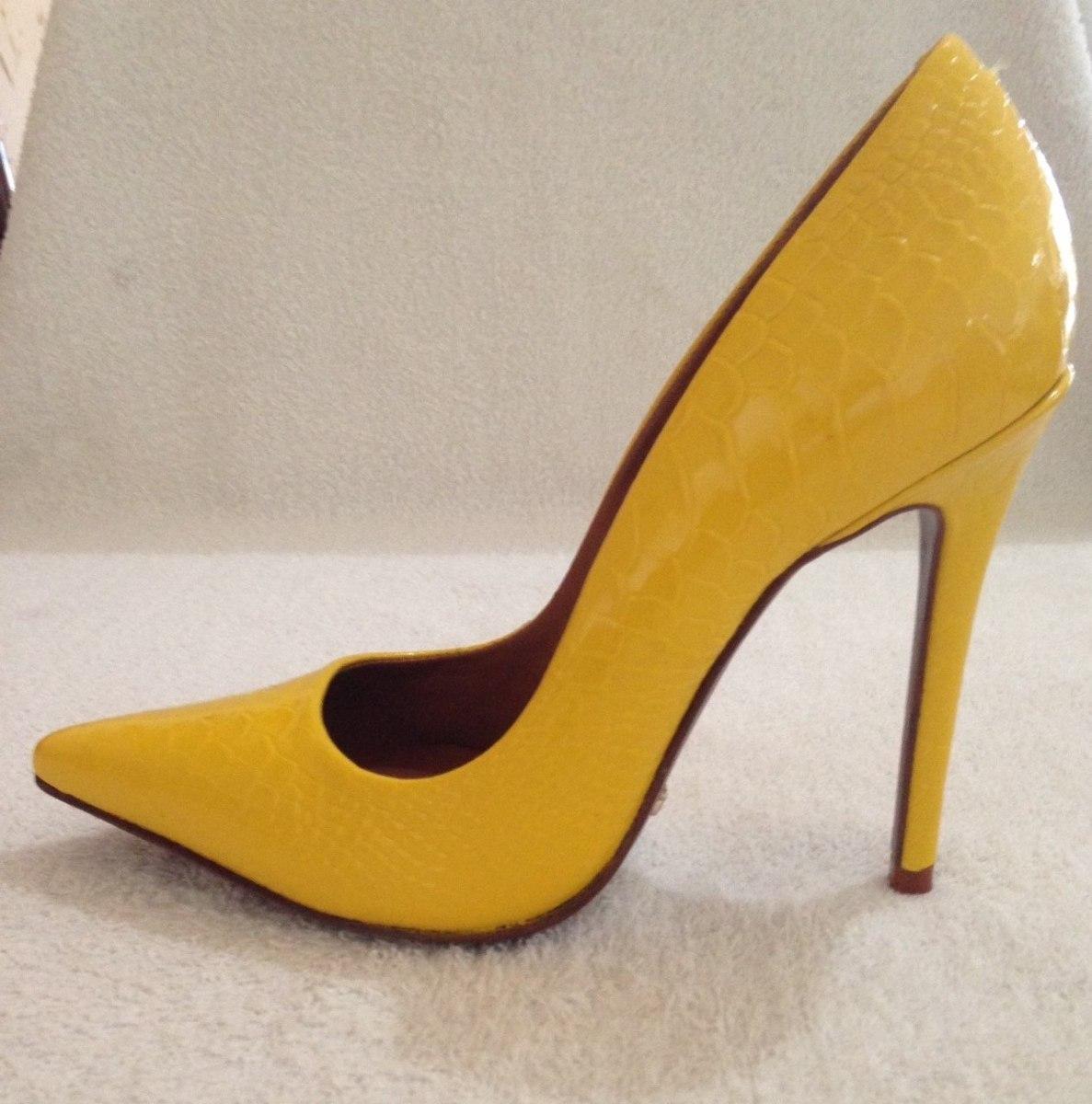 d4d2f6b127 Sapato Feminino Scarpin Amarelo - Marca Schutz - Novo!! - R  180
